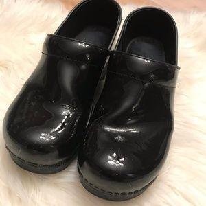 Dansko Black Patent Leather Clogs Size 10.5-11